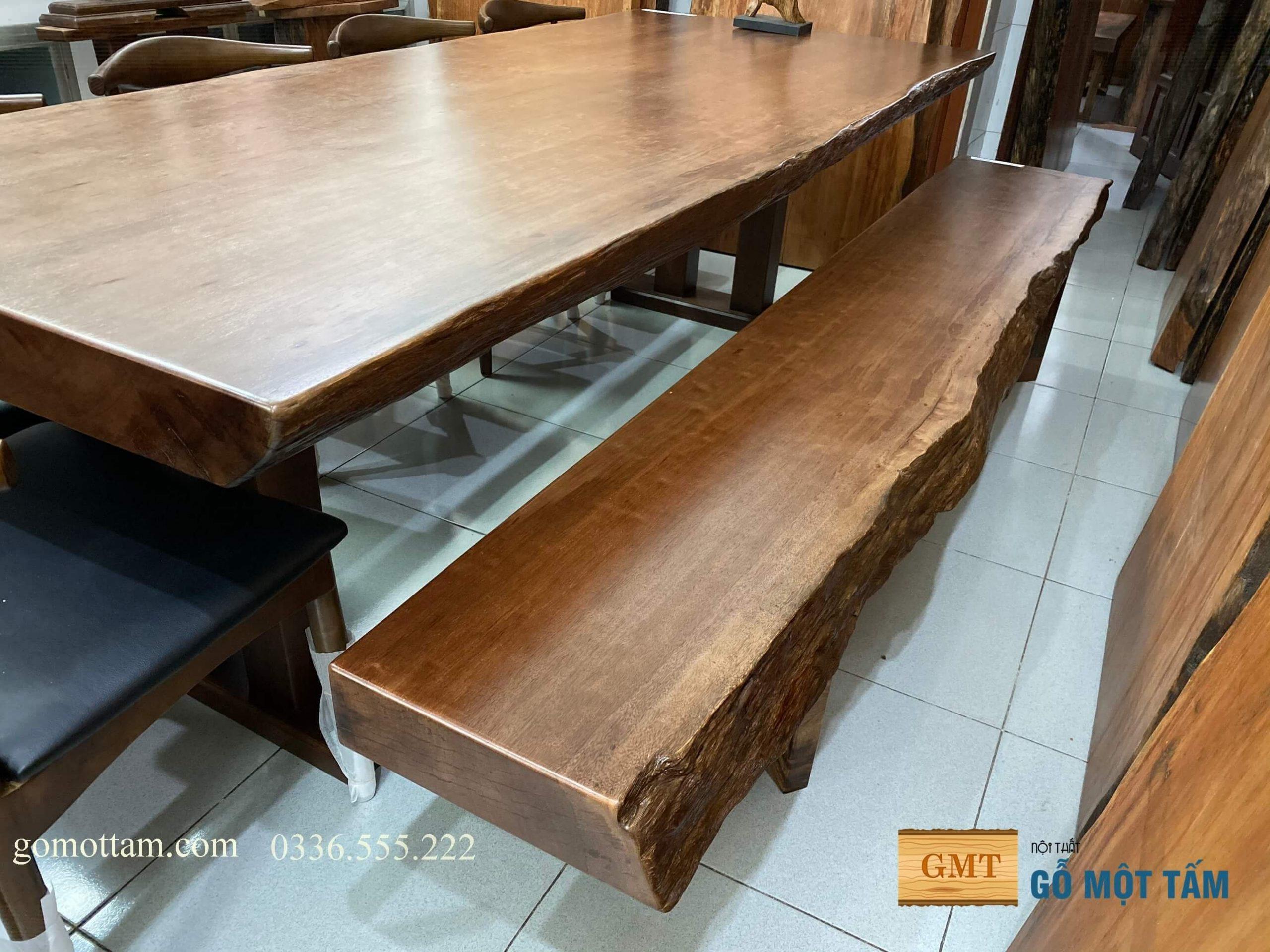 bàn ăn gia đình bằng gỗ