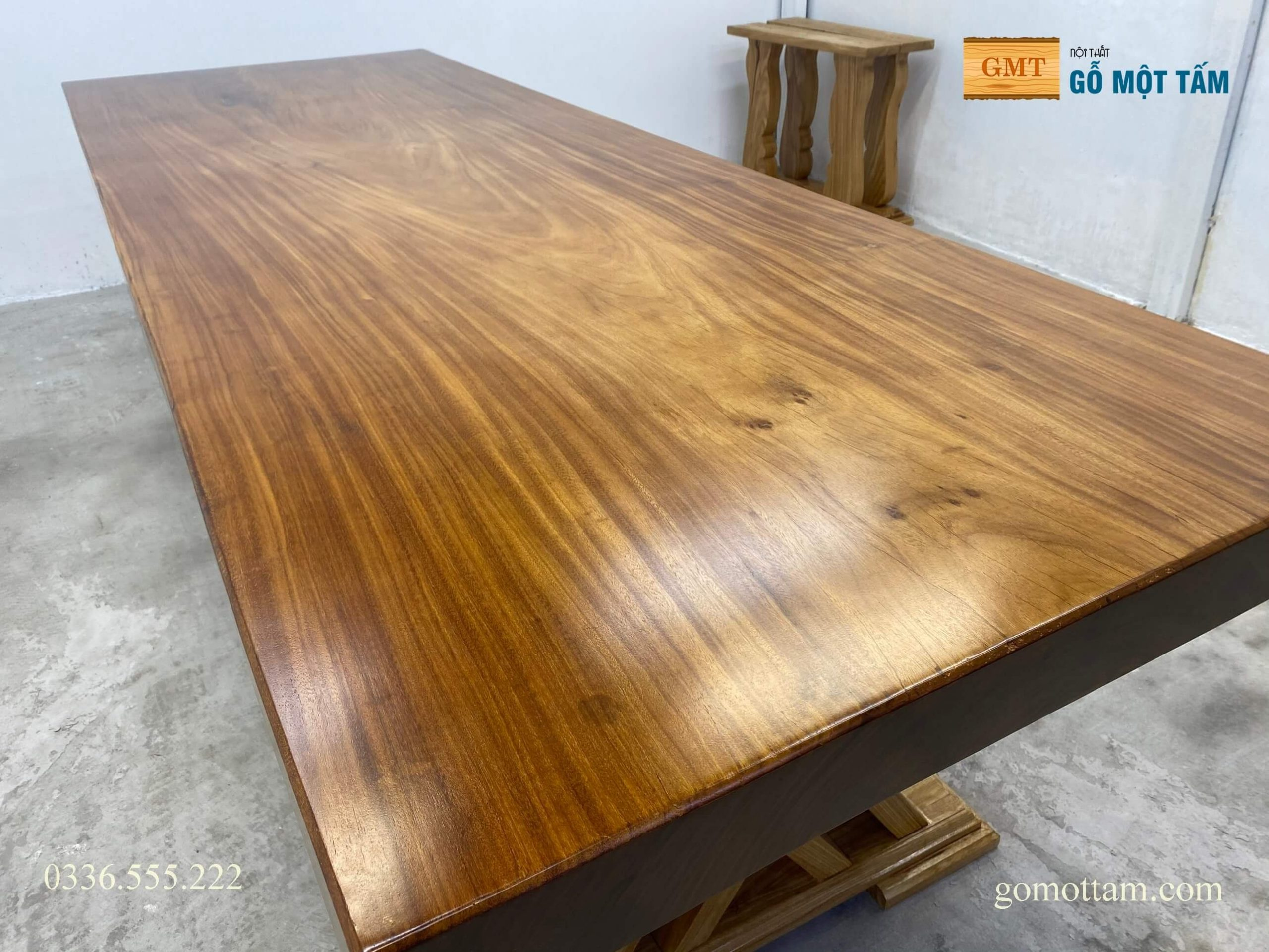 bàn họp gỗ nguyên tấm nguyên khối