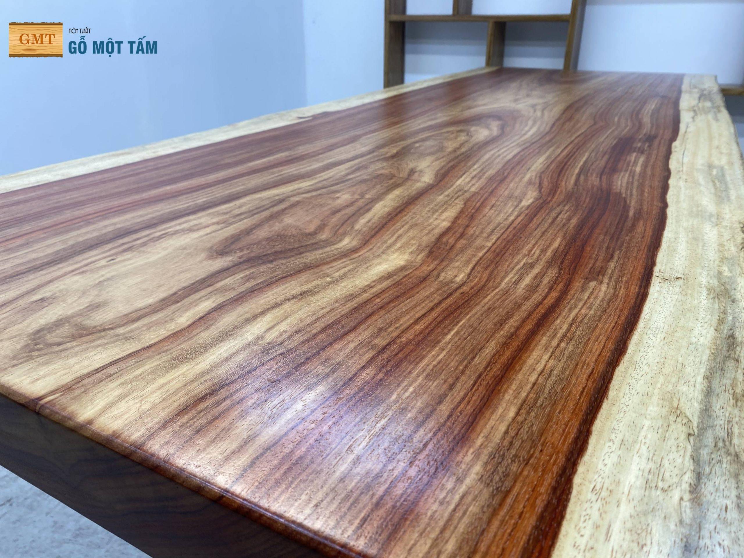 vân gỗ của mặt bàn