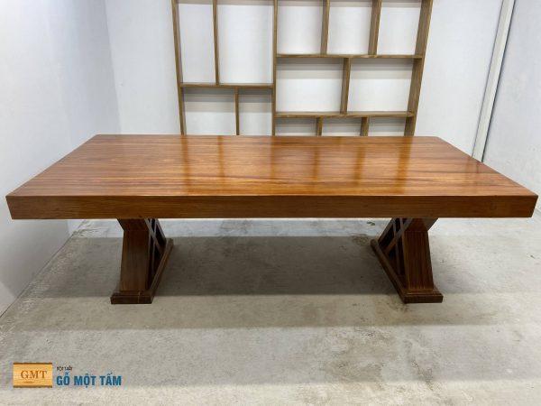 bàn gỗ gõ nguyên tâm